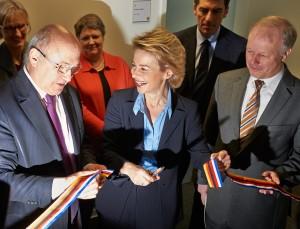photo Michel Sapin et Ursula von der Leyen
